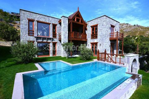 Bodrum'da Muhteşem Deniz Manzaralı Lüks Satılık Villa