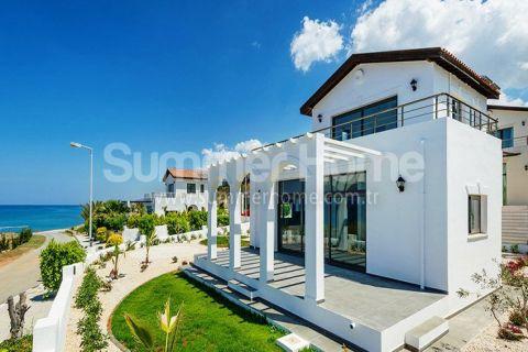 Fantastisk villa med havutsikt noen få skritt fra stranden i Esentepe, Kypros