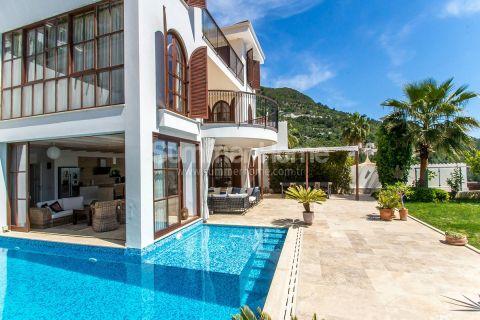 Luksuriøs villa i middelhavsstil med nydelig utsikt og privat basseng i Alanya