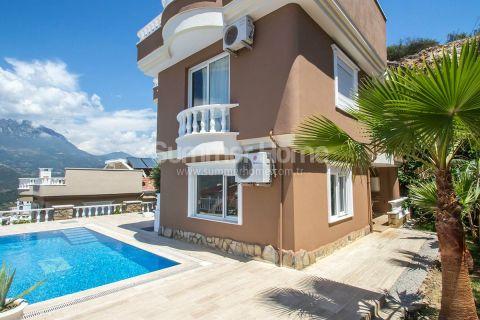 Møblert villa med fantastisk utsikt i åskammen i Kargicak i Alanya