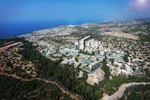 Tyyliltään moderneja ylellisiä asuntoja merinäköalalla Kyproksen Esentepessä