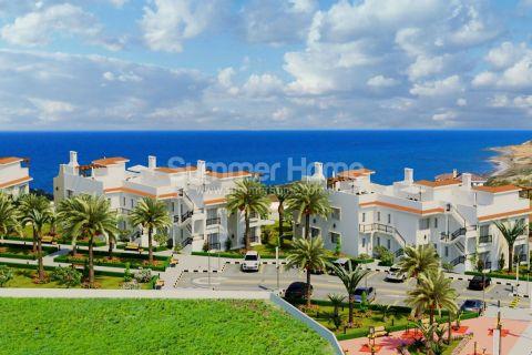 Korkealuokkaisia asuntoja Täydellisellä merinäköalalla Kyproksella