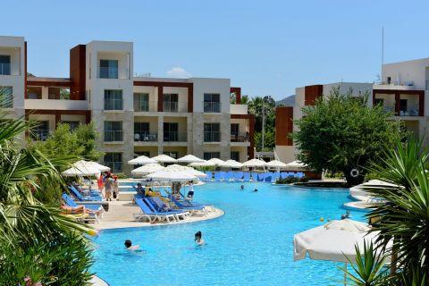 Lägenheter med en fulländad inredning och havsutsikt i Bodrum, Turkiet