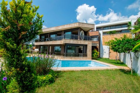 Exclusive Villa with Panoramic Views and Private Pool in Bektas, Alanya