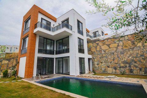 Zeezicht triplex villa op geweldige locatie in Bodrum