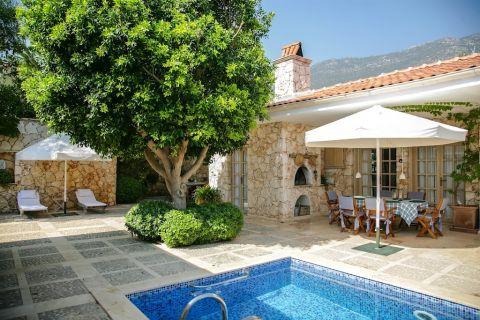5 makuuhuoneen huvila huonekaluilla rauhallisella paikalla Kalkanissa, Antalyassa