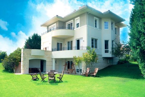 Triplex Luxury Villa with Astonishing Sea View at the Beachside of Istanbul