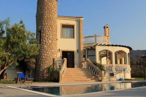 Möblierte Retro-Villa mit Privatpool in den Hügeln von Esentepe, Nordzypern