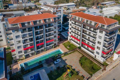 آپارتمان با طراحی مدرن برای فروش نزدیک ساحل در کستل، آلانیا