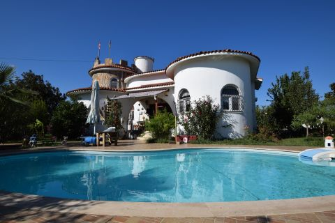 Vacker Slottsliknande Villa I Belek, Antalya