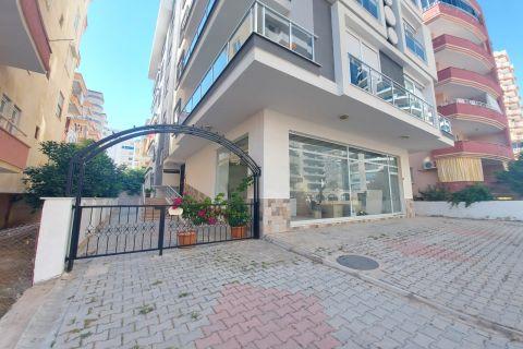 شقة واسعة من غرفتي نوم للبيع مع أثاث كامل في محمودلار