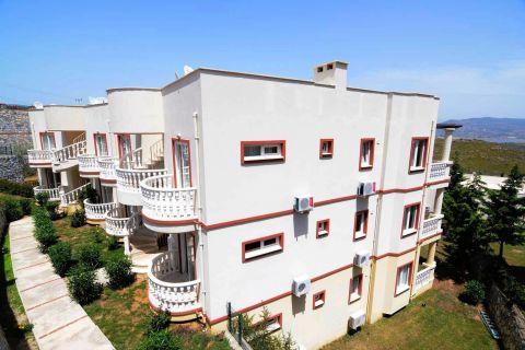 شقة مؤثثة بالكامل من غرفتي نوم للبيع في توزلا ، بودروم