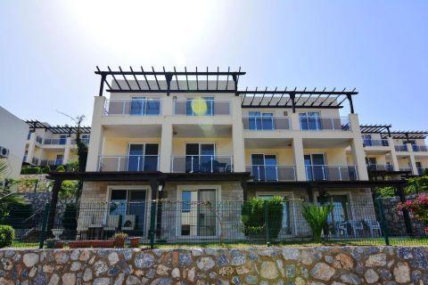شقة مؤثثة بغرفة نوم واحدة مطلة على البحر في توزلا ، بودروم